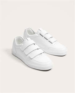 WHITE SNEAKERS WITH STRAPS