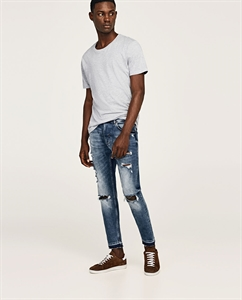 JEANS WITH ZIPS