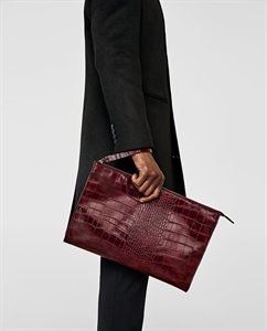 REPTILE-EFFECT EMBOSSED CLUTCH