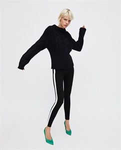 LEGGINGS WITH CONTRASTING SIDE STRIPES