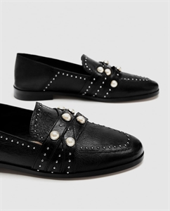 LEATHER LOAFERS WITH PEARL BEADS