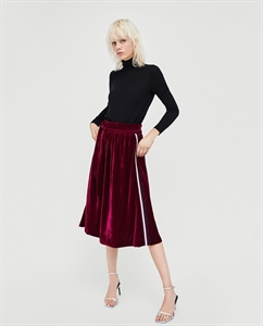 MIDI SKIRT WITH SIDE STRIPE DETAIL