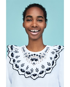 BLOUSE WITH CONTRASTING EMBROIDERY