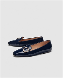 FLAT SHOES WITH METAL DETAIL