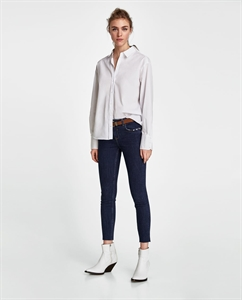 SKINNY JEANS WITH BELT