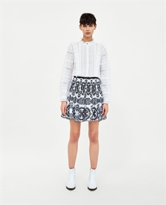 SKIRT WITH CONTRASTING EMBROIDERY AND PERFORATIONS