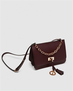 MEDIUM CROSSBODY BAG WITH CHAIN DETAIL