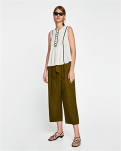 PLEATED TOP WITH CONTRASTING PIPING