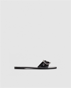 FLAT LEATHER SLIDES WITH BUCKLE DETAIL