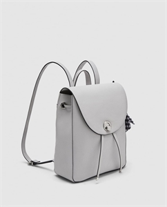 BACKPACK WITH METAL CLASP
