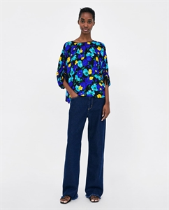 PRINTED BLOUSE WITH GATHERED DETAILS