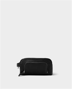 BLACK GRAINY TOILETRY BAG