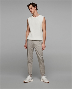 GREY CHECKED TROUSERS WITH CHAIN DETAIL