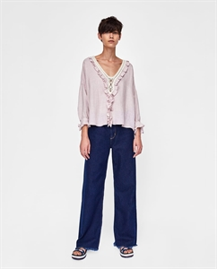 RUSTIC BLOUSE WITH TIE DETAIL