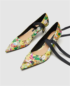FLORAL COURT SHOES WITH TIES