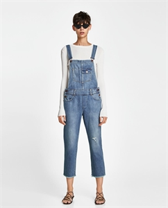 DUNGAREES WITH FRAYED TRIMS